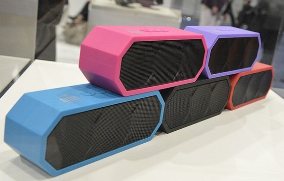 Altec Lansing, The Jacket, Altec Lansing The Jacket, Bluetooth, speaker, music, tech, rechargeable, portable, Product Review