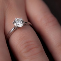 How Does A Man Choose The Right Engagement Ring?
