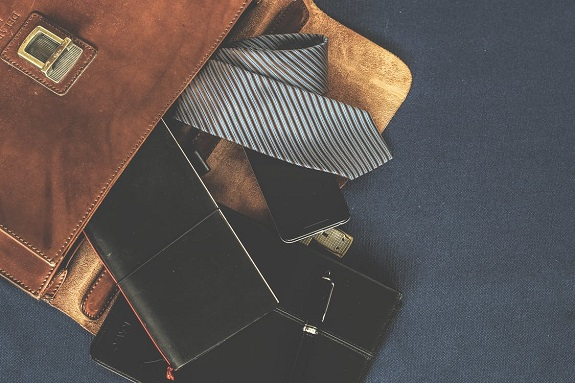 accossories, business, contents, empty, fashion, indoors, leather, leather bag, leather goods, man, mens accessoires, mens fashion, money, notebook, pen, people, satchel, wear, briefcase