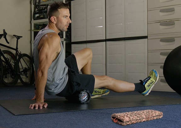 sports, sports injuries, injuries, avoiding injuries, stretching, cool down, foam rolllerwork out, working out