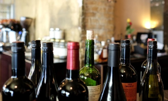 wine, corks, screwcaps, closures, wines, screwcap debate, cork, debate rages