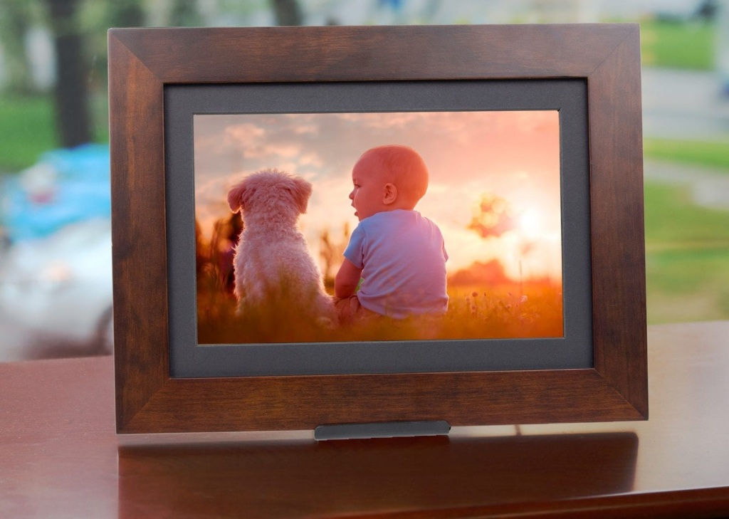 Everyone loves to show off their favorite photos. There are many photo frames out there on the market that will allow you to show off those memories to anyone who visits you at home. Simply Smart Home Frames are no different EXCEPT, they make sure even the least technical person can get started from set up, to adding photos and everything in between. Photo share Friends and Family Smart Frame is very easy to use, has step by step instructions and can set up in less than 5 minutes. It has a touch screen that is easy to use. It also has a white insert square, to use instead of an all black square. You can send pictures to up to 10 devices in seconds.