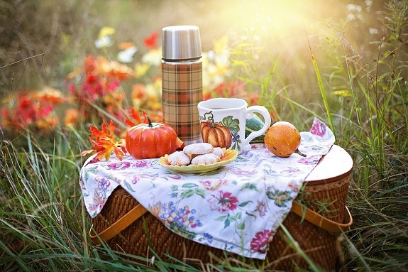 There is nothing better on a sunny day than packing up a picnic and heading to scenic spot for some summer grub. This weekend why not plan to head out to a local park in your area and enjoy some snacks and drinks with a view?